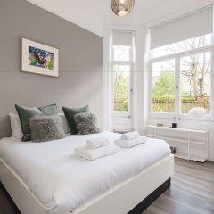 Отель Luxurious Hampstead Home with Gorgeous Garden комната для гостей