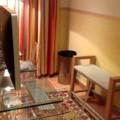 Отель Hostal Luz Испания, Мадрид - 7 отзывов об отеле, цены и фото номеров - забронировать отель Hostal Luz онлайн балкон