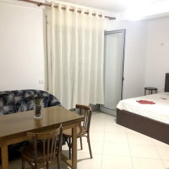Апартаменты Apartment With 2 Bedrooms in Durrës, With Wonderful sea View and Furnished Terrace - 10 m From the Beach Дуррес комната для гостей фото 2