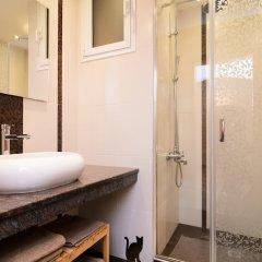 Отель FM Luxury 2-BDR Apartment - Rise and Shine Болгария, София - отзывы, цены и фото номеров - забронировать отель FM Luxury 2-BDR Apartment - Rise and Shine онлайн ванная фото 2