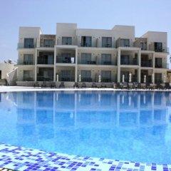 Amphora Hotel & Suites бассейн фото 3