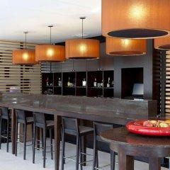 Отель NH Ribera del Manzanares гостиничный бар фото 2
