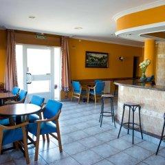Hotel Alpina Вильянуэва-де-Ароса гостиничный бар