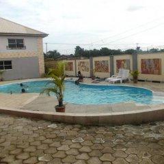 Отель Treasureland Hotel Нигерия, Калабар - отзывы, цены и фото номеров - забронировать отель Treasureland Hotel онлайн бассейн