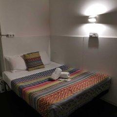 Отель Central & Basic Universitat Барселона комната для гостей фото 3