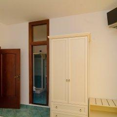 Hotel Aragonese сейф в номере