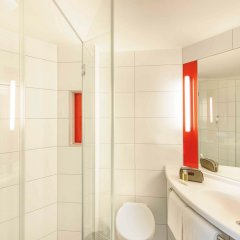 Отель Ibis Hamburg City Германия, Гамбург - 2 отзыва об отеле, цены и фото номеров - забронировать отель Ibis Hamburg City онлайн ванная