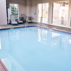 Отель Comfort Inn And Suites Near Universal Studios Лос-Анджелес бассейн