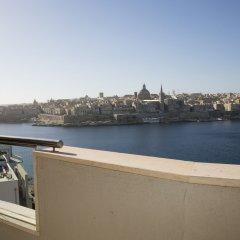 Отель The Seafront Tower Мальта, Слима - отзывы, цены и фото номеров - забронировать отель The Seafront Tower онлайн балкон