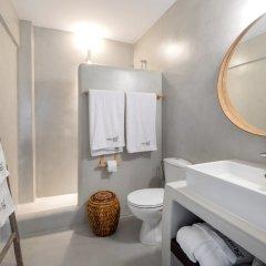 Отель IfestAu.4 Греция, Остров Санторини - отзывы, цены и фото номеров - забронировать отель IfestAu.4 онлайн ванная