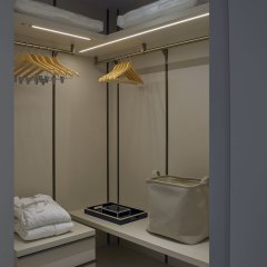 Отель Winsland Serviced Suites by Lanson Place сейф в номере