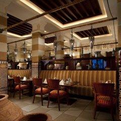 Отель Jumeirah Dar Al Masyaf - Madinat Jumeirah ОАЭ, Дубай - 2 отзыва об отеле, цены и фото номеров - забронировать отель Jumeirah Dar Al Masyaf - Madinat Jumeirah онлайн интерьер отеля фото 3