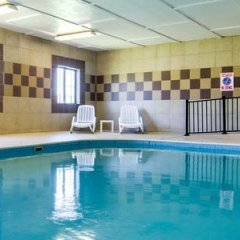 Отель Days Inn by Wyndham Great Bend США, Хойзингтон - отзывы, цены и фото номеров - забронировать отель Days Inn by Wyndham Great Bend онлайн бассейн фото 3
