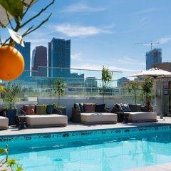 The Mayfair Hotel Los Angeles бассейн