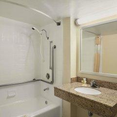 Отель Days Inn by Wyndham Frederick ванная фото 2