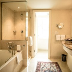 Отель Four Seasons Hotel Prague Чехия, Прага - 6 отзывов об отеле, цены и фото номеров - забронировать отель Four Seasons Hotel Prague онлайн ванная фото 2