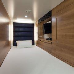Отель Y's Cabin Yokohama Kannai комната для гостей