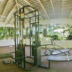 Doctors Cave Beach Hotel фитнесс-зал