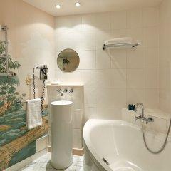 Отель Hôtel du Petit Moulin ванная