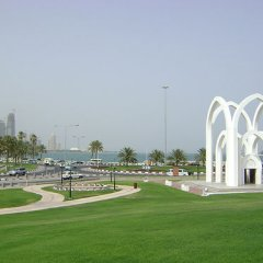 Saraya Corniche Hotel спортивное сооружение