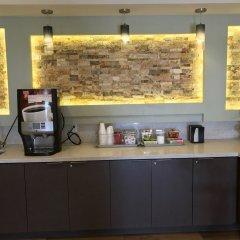 Отель Crystal Inn Suites & Spas питание