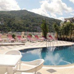 Hemingways Hotel бассейн