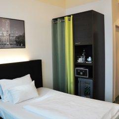 Отель RAINERS Вена сейф в номере