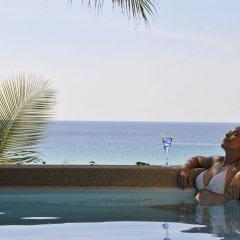 Отель Andaman White Beach Resort бассейн