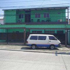 Отель Guesthouse Dos Molinos Сан-Педро-Сула парковка