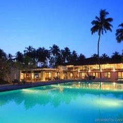 Отель Avani Kalutara Resort бассейн