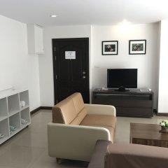 Отель 14 Place Sukhumvit Suites Бангкок комната для гостей фото 2