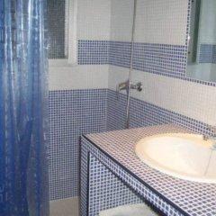 Отель Hostal El Canario Испания, Кониль-де-ла-Фронтера - отзывы, цены и фото номеров - забронировать отель Hostal El Canario онлайн ванная фото 2