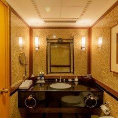 Отель Renaissance Riverside Hotel Saigon Вьетнам, Хошимин - отзывы, цены и фото номеров - забронировать отель Renaissance Riverside Hotel Saigon онлайн ванная фото 2