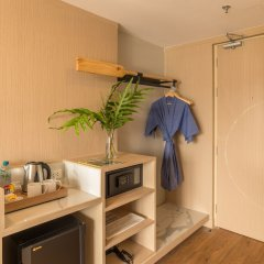 Отель Sea Seeker Krabi Resort сейф в номере