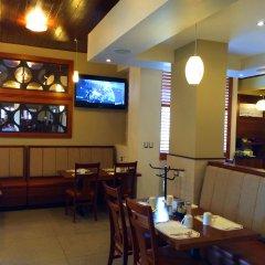 Отель Best Western Cumbres Inn Cd. Cuauhtémoc гостиничный бар