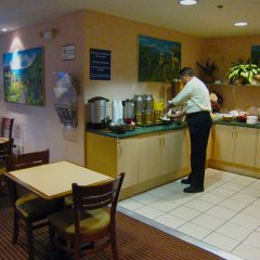 Отель Metrotel Express Гондурас, Сан-Педро-Сула - отзывы, цены и фото номеров - забронировать отель Metrotel Express онлайн питание