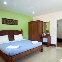 Отель Baan Sutra Guesthouse Пхукет комната для гостей