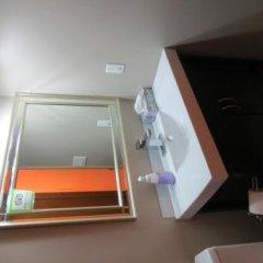 Отель Wild Rose Bed & Breakfast сейф в номере