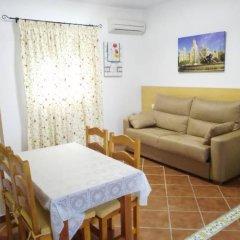 Отель Hostal Los Mellizos Испания, Кониль-де-ла-Фронтера - отзывы, цены и фото номеров - забронировать отель Hostal Los Mellizos онлайн комната для гостей фото 5