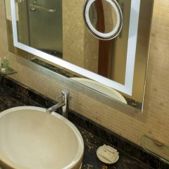 Отель Le Meridien Dubai Hotel & Conference Centre ОАЭ, Дубай - отзывы, цены и фото номеров - забронировать отель Le Meridien Dubai Hotel & Conference Centre онлайн ванная фото 2