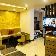 Отель The Milestone Hotel Непал, Катманду - отзывы, цены и фото номеров - забронировать отель The Milestone Hotel онлайн интерьер отеля