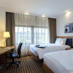 Отель Hampton by Hilton Amsterdam Airport Schiphol сейф в номере