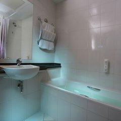 Отель Premier Inn Abu Dhabi Capital Centre ванная фото 2
