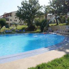 Отель Century Resort бассейн