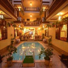 Отель Nhi Nhi Хойан бассейн фото 2