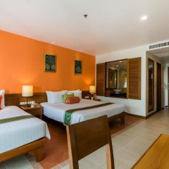 Отель Ravindra Beach Resort And Spa сейф в номере