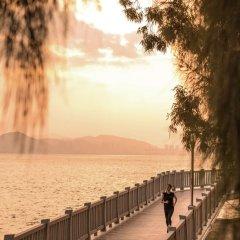 Отель Joyze Hotel Xiamen, Curio Collection by Hilton Китай, Сямынь - отзывы, цены и фото номеров - забронировать отель Joyze Hotel Xiamen, Curio Collection by Hilton онлайн приотельная территория