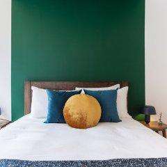 Апартаменты Bright 2BR Condesa Apartment With Balcony Мехико комната для гостей
