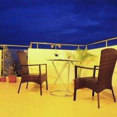 Отель HolidayMakers Inn Мальдивы, Атолл Каафу - отзывы, цены и фото номеров - забронировать отель HolidayMakers Inn онлайн балкон
