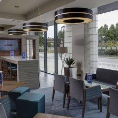 Отель Holiday Inn Express London - ExCeL гостиничный бар